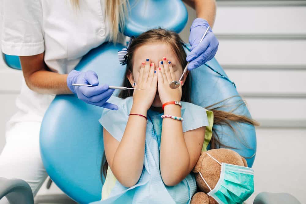 a child afraid of the dentist